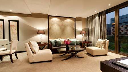 Al-Faisaliah-Deluxe-Suite-Living-Room-1