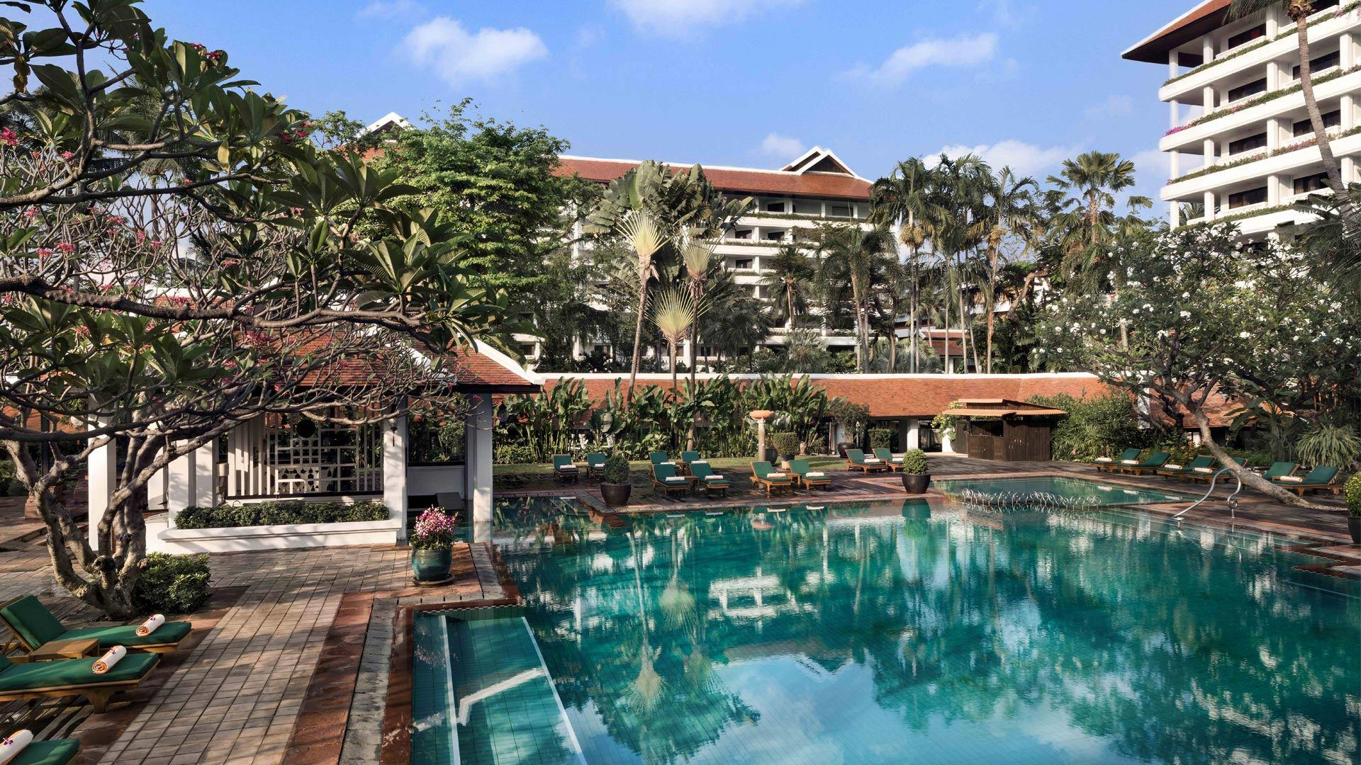 Anantara_Riverside_Bangkok_Swimming_Pool_Daylight_1920x1080