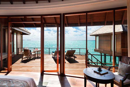 Anantara_Dhigu_Maldives_Sunrise_Over_Water_Suite