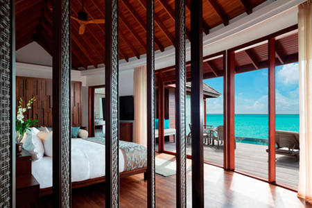 Anantara_Dhigu_Over_Water_Pool_Suite_549x366