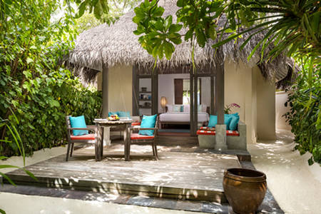 Anantara_Dhigu_Sunset_Beach_Villa_549x366