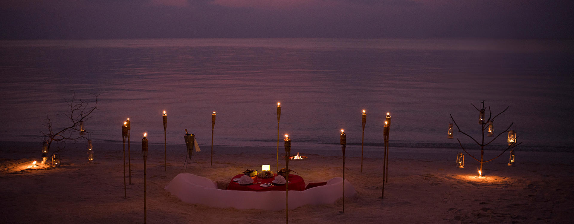 AN-Dhigu-Maldives _ Dinner-on-the-beach