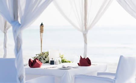 Anantara _ Dhigu _ Maldives _ Resort _ dining _ by _ design _ beach
