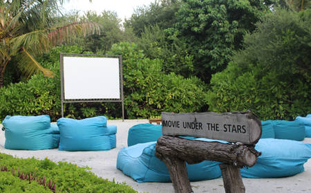 Anantara_Dhigu_PRIVATE-MOVIE-UNDER-THE-STARS