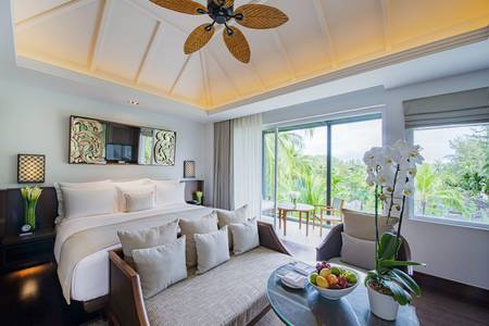 Premier_Room_Bedroom_with_View