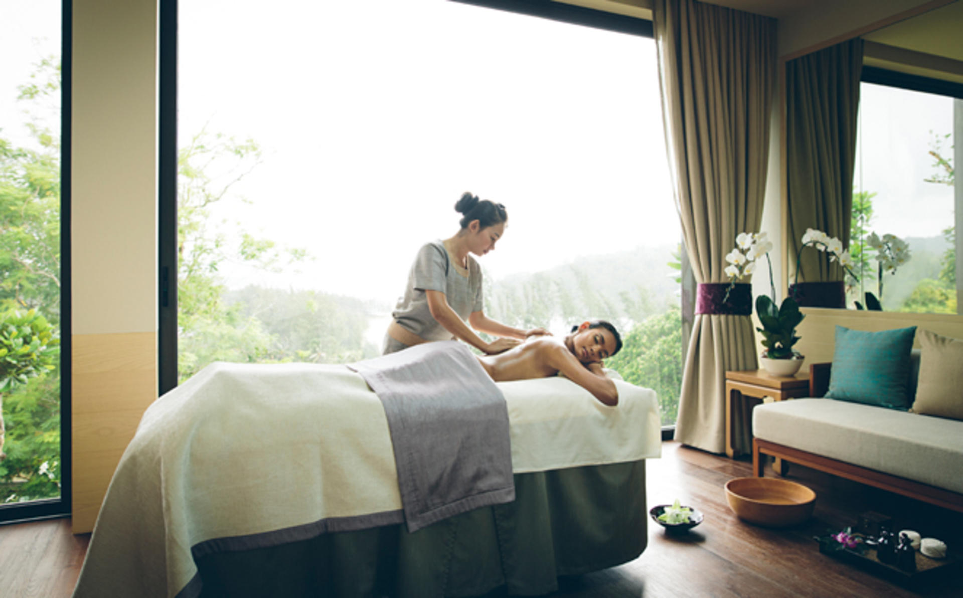 Anantara_Layan_45-MINUTE-HEAD,-NECK-&-SHOULDERS-MASSAGE