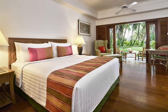 Anantara_Siam_Garden_Terrace_Suite_Bed
