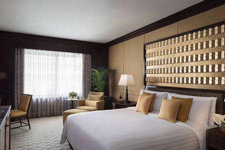 Anantara_Siam_One_Bedroom_Corner_Suite_Bedroom