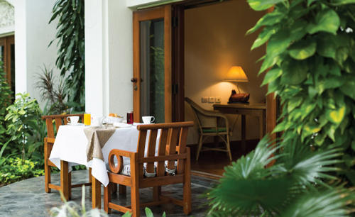 Anantara_Siam_Bangkok_In-Room_Dining
