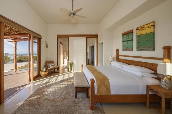 R03 Anantara_Sir_Bani_Yas_Island_Al_Yamm_Villa_Resort_Guest_Room_One_Bedroom_Pool_Villa_Bedroom