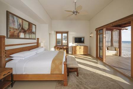 R05 Anantara_Sir_Bani_Yas_Island_Al_Yamm_Villa_Resort_Guest_Room_Two_Bedroom_Anantara_Pool_Villa_Master_Bedroom