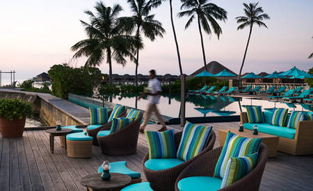 Anantara_Veli_Maldives_Resort_Dhoni_Pool_Bar