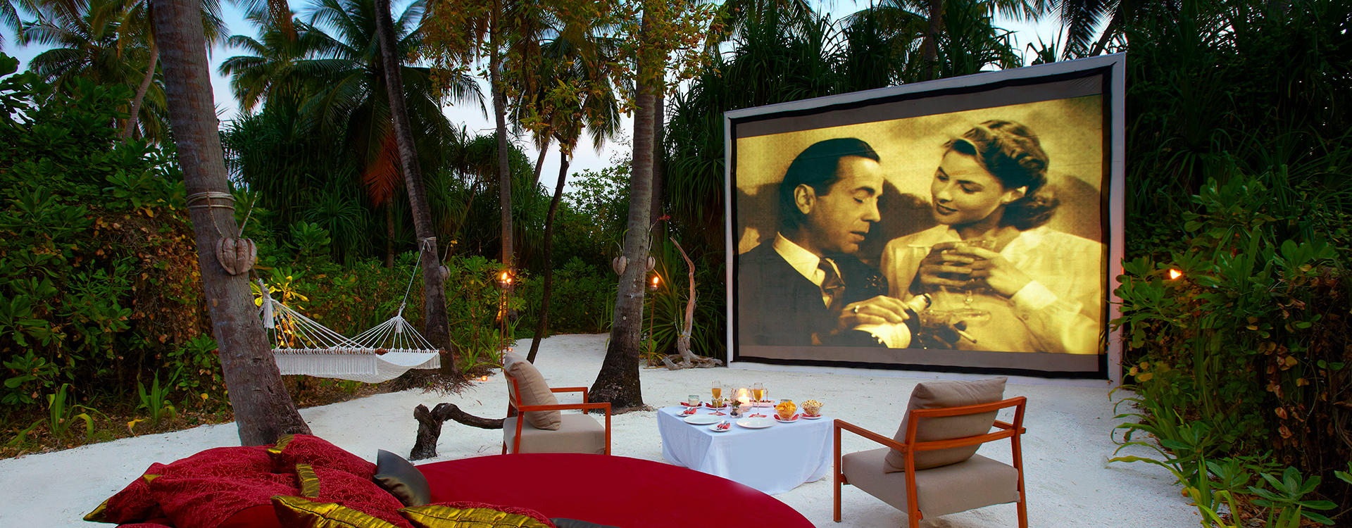 AN-VELI-MALDIVES_PRIVATE-MOVIE-UNDER-THE-STARS