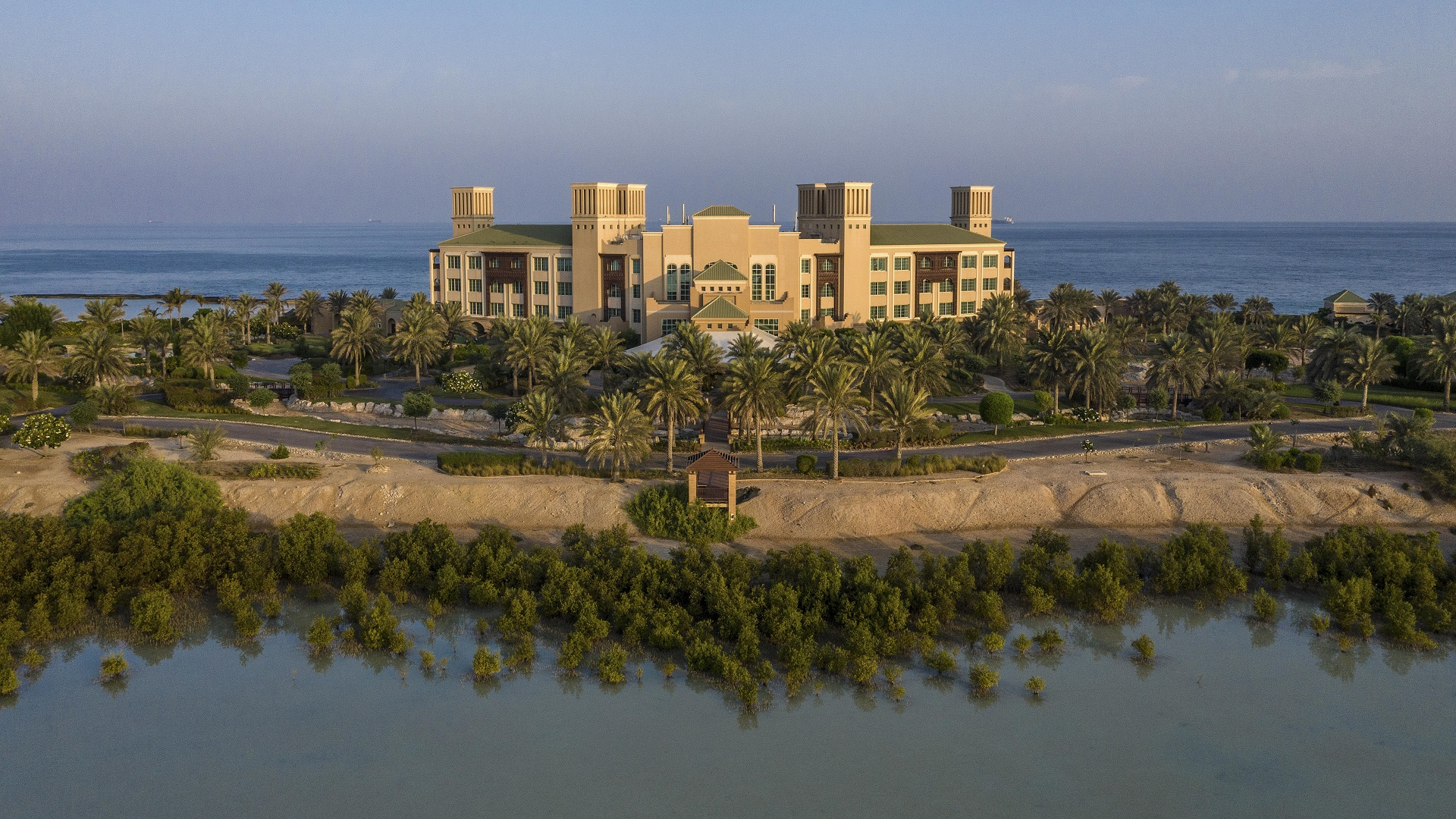 Desert_Islands_ Resort _and_ spa _by_ Anantara _Exterior_View_Daylight_Aerial 1920 * 1080