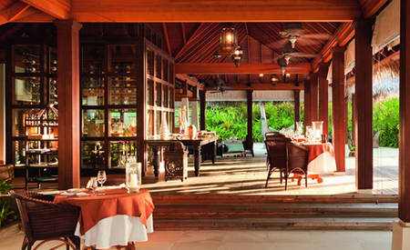 Anantara_Naladhu_Maldives_The_Living_room Restaurant