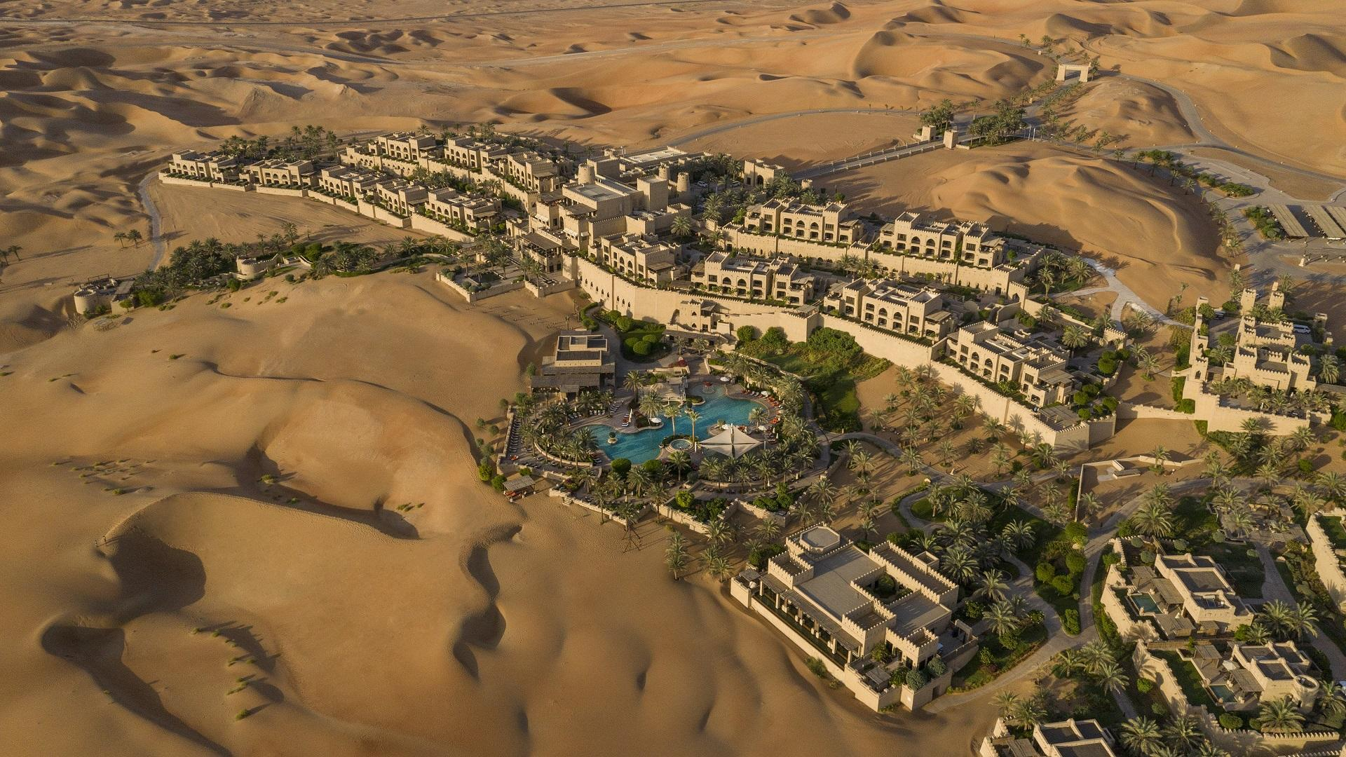 Qasr_Al_Sarab_Desert_Resort_by_Anantara_Exterior_View_ Aerial_View_Resort