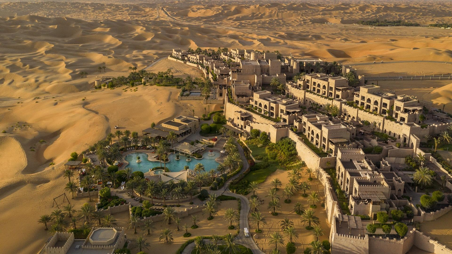Qasr_Al_Sarab_Desert_Resort_by_Anantara_Exterior_View_Other_Hotel_Exterior_Resort_Pool