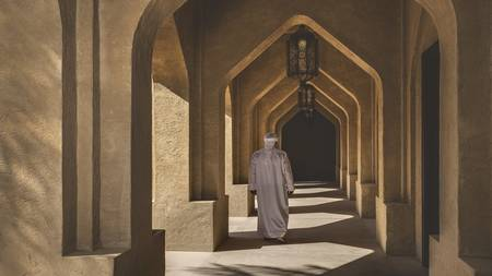 Qasr_Al_Sarab_Desert_ 度假村 比 安纳塔拉 _Exterior_View_Royal_Pavillion_Archway_Walking