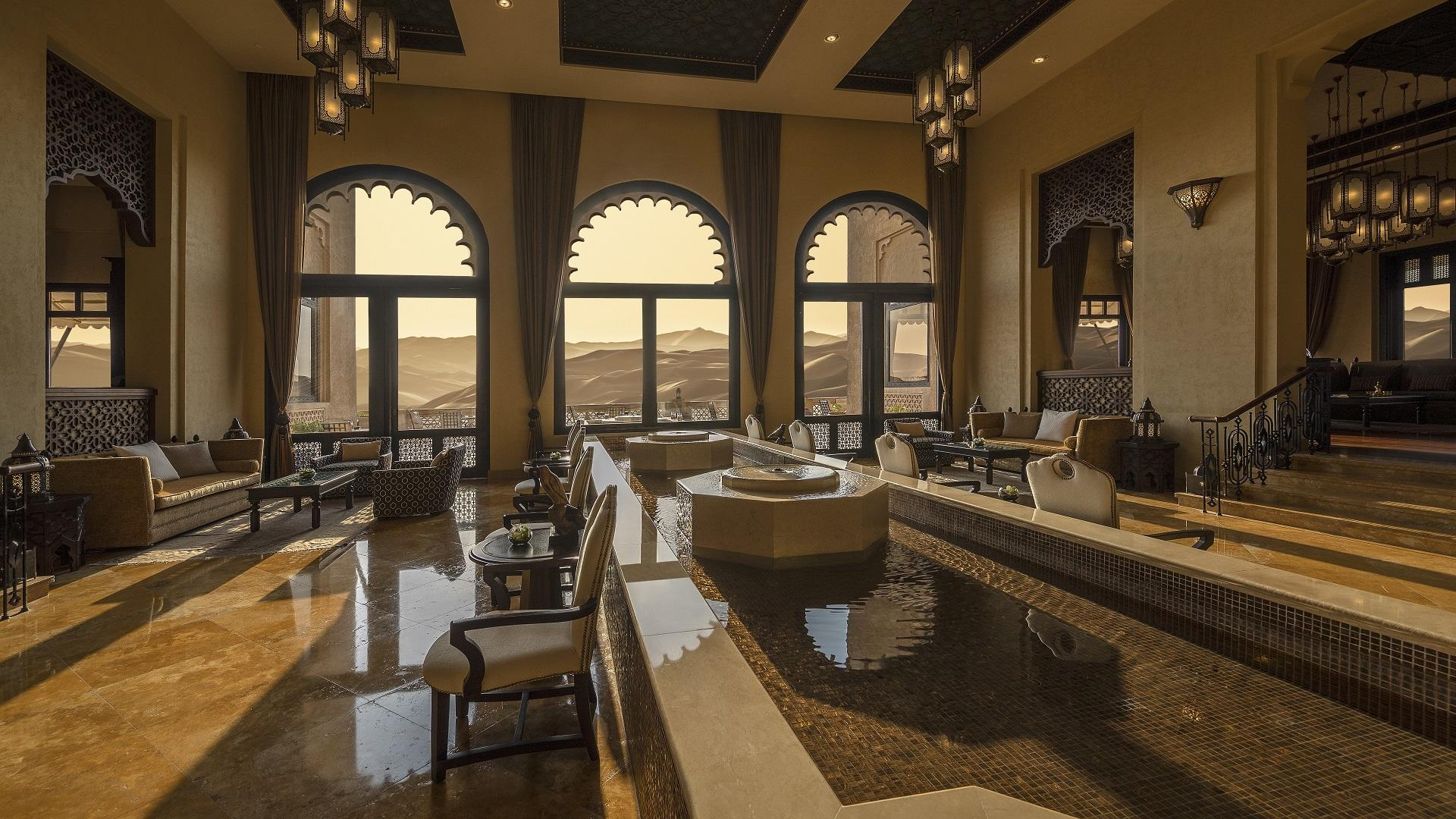 Qasr_Al_Sarab_Desert_ 度假村 比 安纳塔拉 _Lobby_View_Welcome_Area_Lobby
