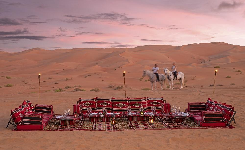 Qasr_Al_Sarab_Desert_ 度假村 比 安纳塔拉 _Other_Hotel_Exterior_Desert_Camp_Horses
