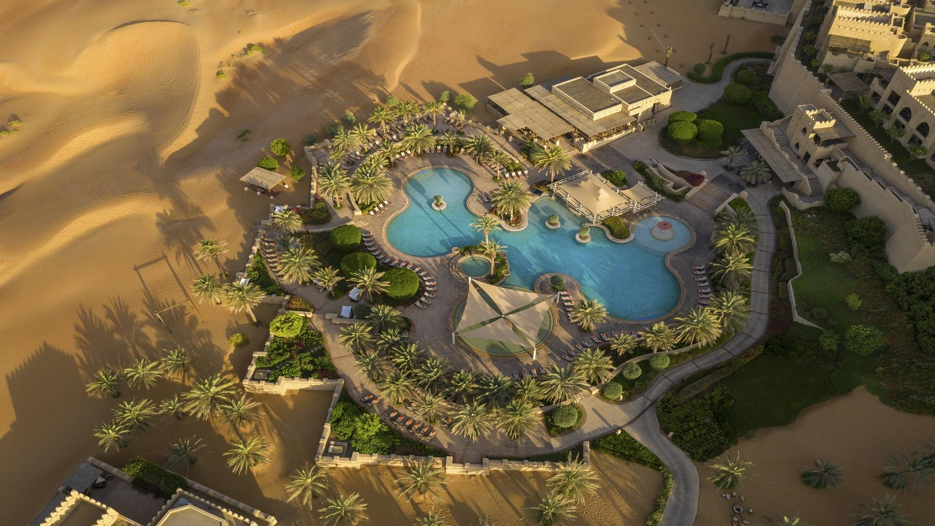 Qasr_Al_Sarab_Desert_ 度假村 安纳塔拉 _Pool_View_Exterior_Swimming 池
