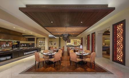 Qasr_Al_Sarab_Desert_ 度假村 比 安纳塔拉 _Restaurant_Al_Waha_interior_Hot_Counter