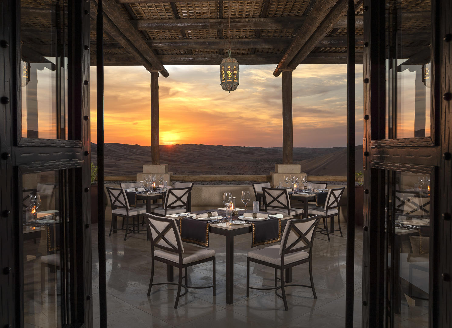 Qasr_Al_Sarab_Desert_Resort_by_Anantara_Restaurants_Suhail_Outdoor_Terrace_Sunset