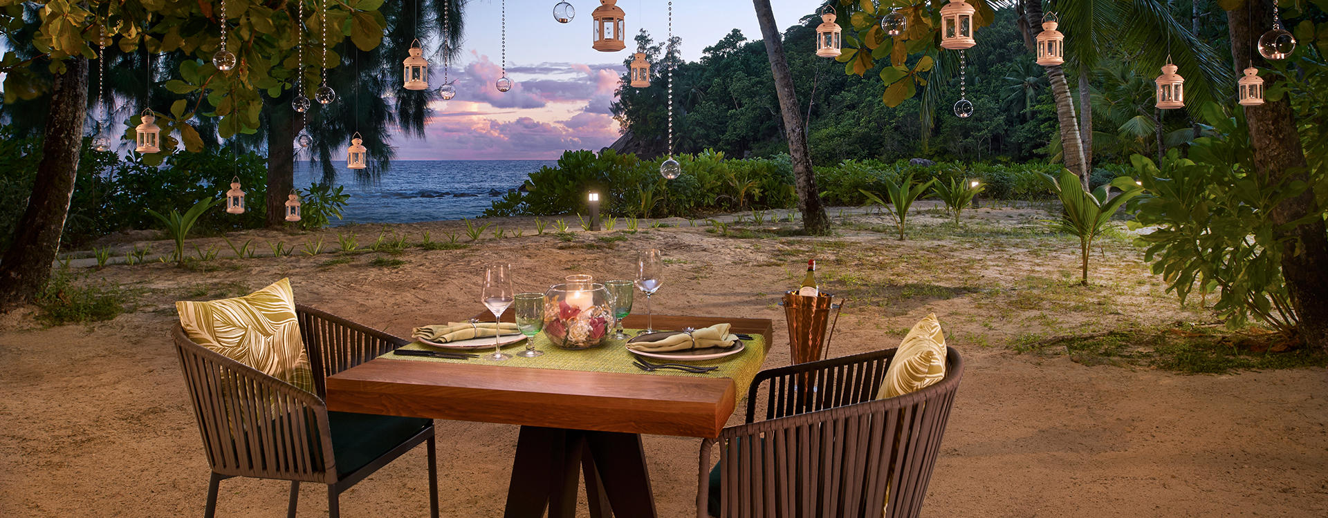 AV-Seychelles_The-Terrace-Dinner