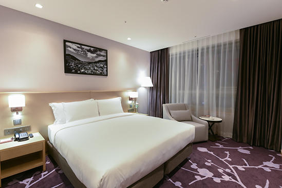 Avani_Central_Busan_Deluxe_City_View_King_Room_1