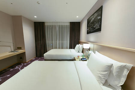 Avani_Central_Busan_Deluxe_Mountain_View_King_Room_1