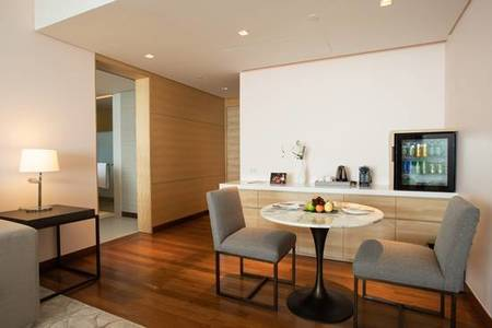 R11_One_Bedroom_ suite _Dining_Area