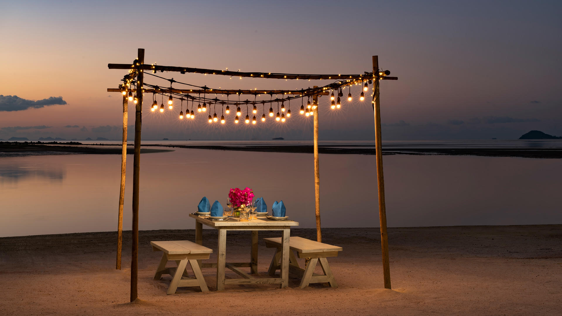Avani_Samui_Private_Beach_Dining_5