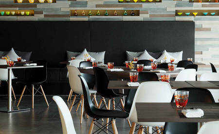 AVANI_Khon_Kaen_Hotel 与 Convention_Centre_Wok_ 及 _Grill