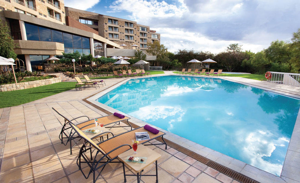 AVANI_Lesotho_Hotel_ 与 _Casino_Letamong_Pool_Bar