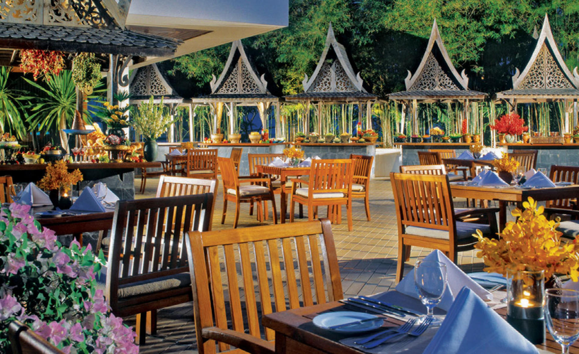 AVANI_Pattaya_Resort_&_Spa_Garden_Cafe