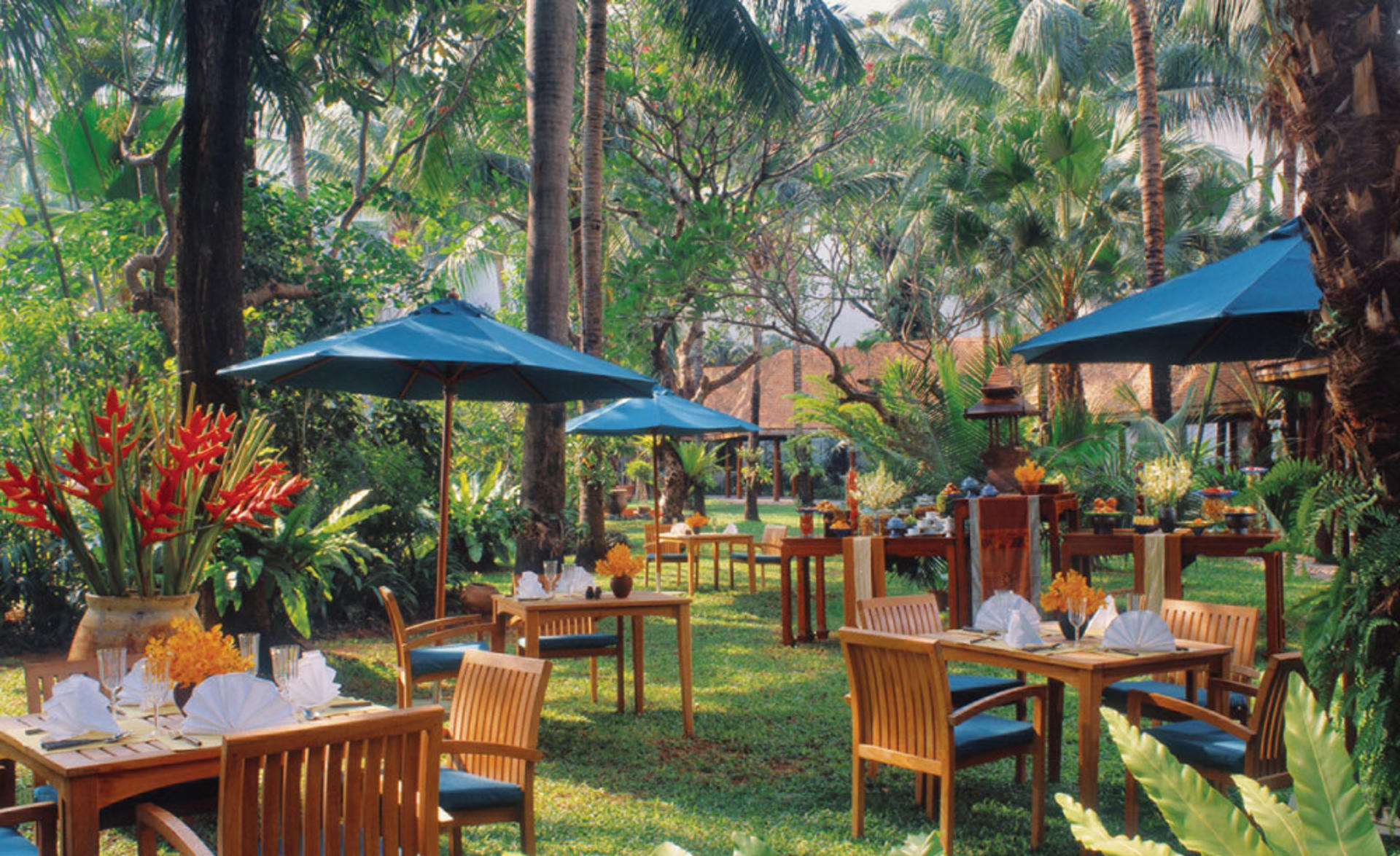 AVANI_Pattaya_Resort_&_Spa_Garden_Cafe2