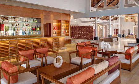 AVANI_Quy_Nhon_Resort_&_Spa_Tre-Lobby-Bar