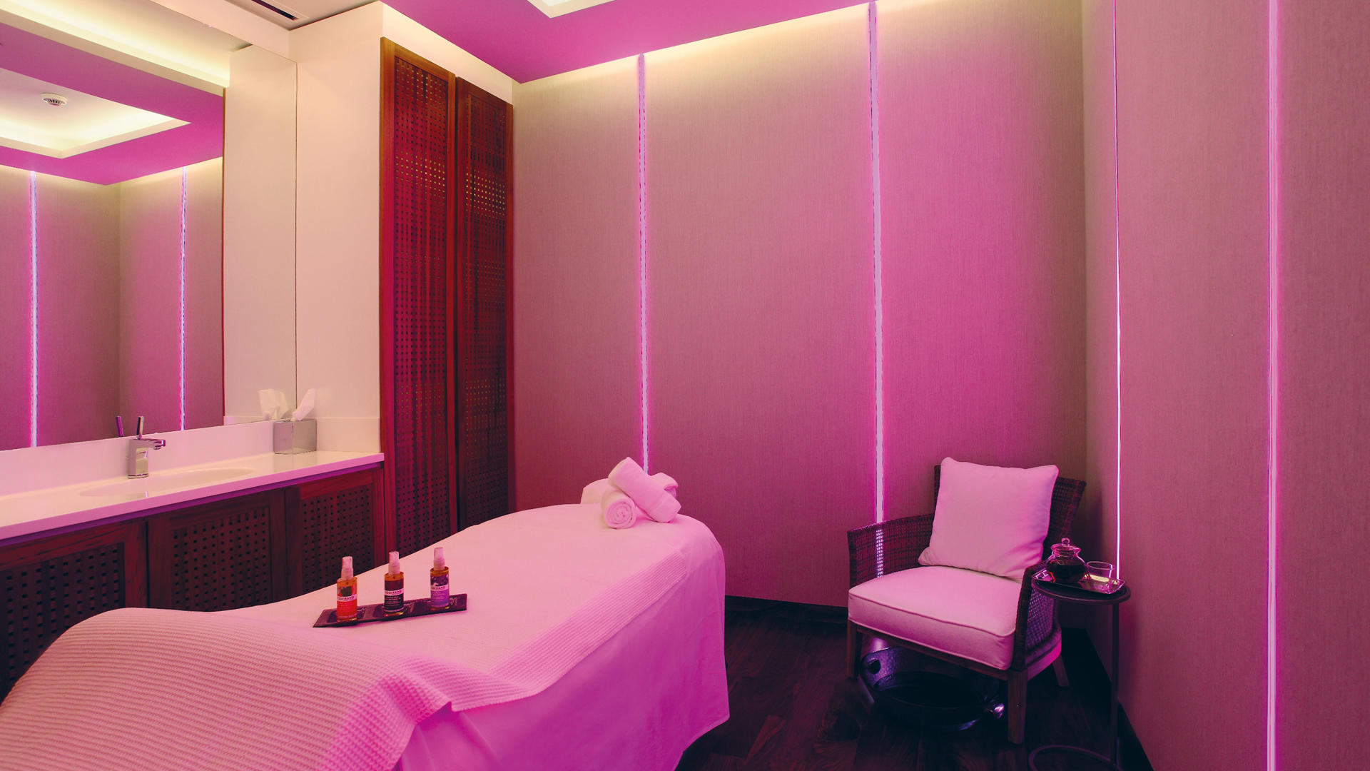 Le_Gray_Hotel_Beirut_PureGray_Spa_Treatment_Room