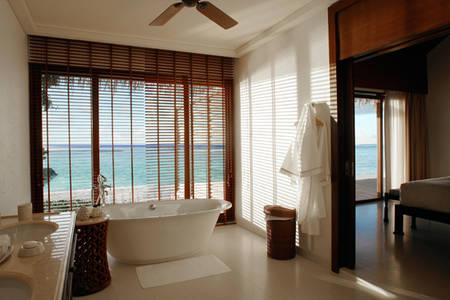 Cenizaro_ResidencesMaldives_One-bedroom-Beach-Villa-bathroom-2