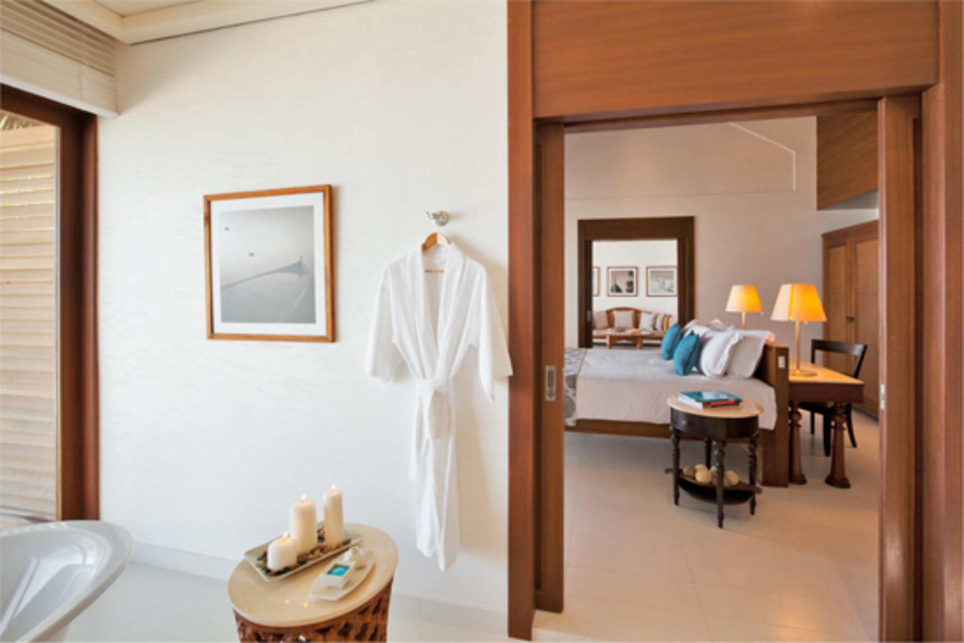 Cenizaro_ResidencesMaldives_One-Bedroom-Beach-Villa-Bathroom-Looking-into-Bedroom