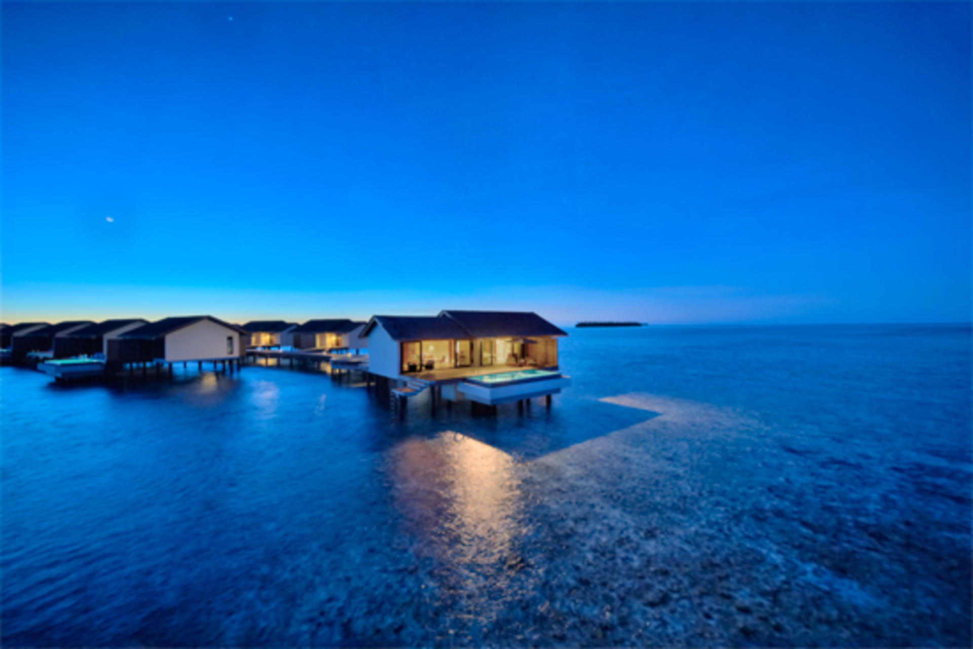 Cenizaro_ResidencesMaldives_One-Bedroom-Deluxe-Water-Pool-Villa-Night