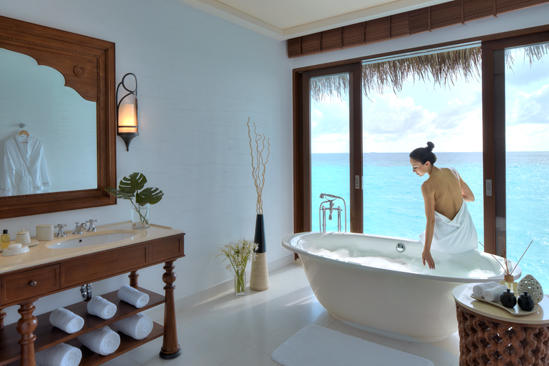 Cenizaro_ResidencesMaldives_One-bedroom-Water-Pool-Villa-bathroom