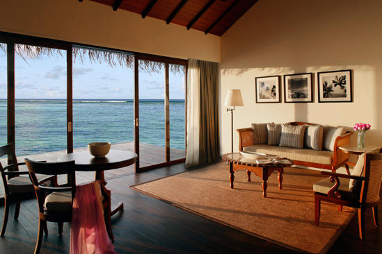 Cenizaro_ResidencesMaldives_One-bedroom-Water-Villa-living-area-2