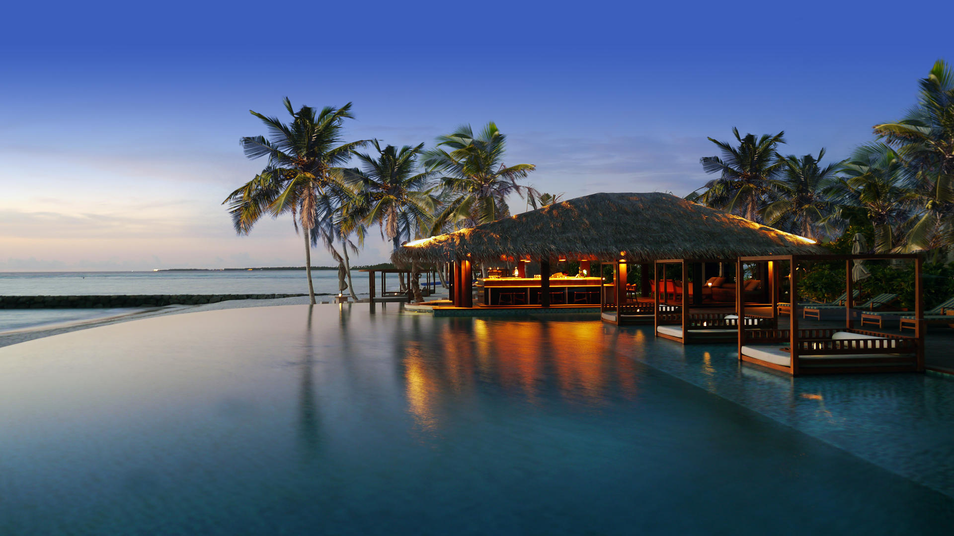 Cenizaro_ResidencesMaldives_The-Beach-Bar-Dusk