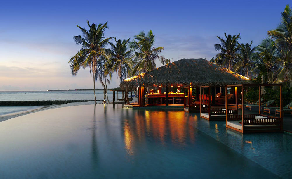 Cenizaro_The_Residence_-Maldives_The_Beach_Bar_By-morgens