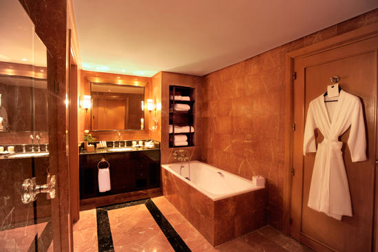 Cenizaro_TheResidenceTunis-Pool-View-Suite-Bathroom