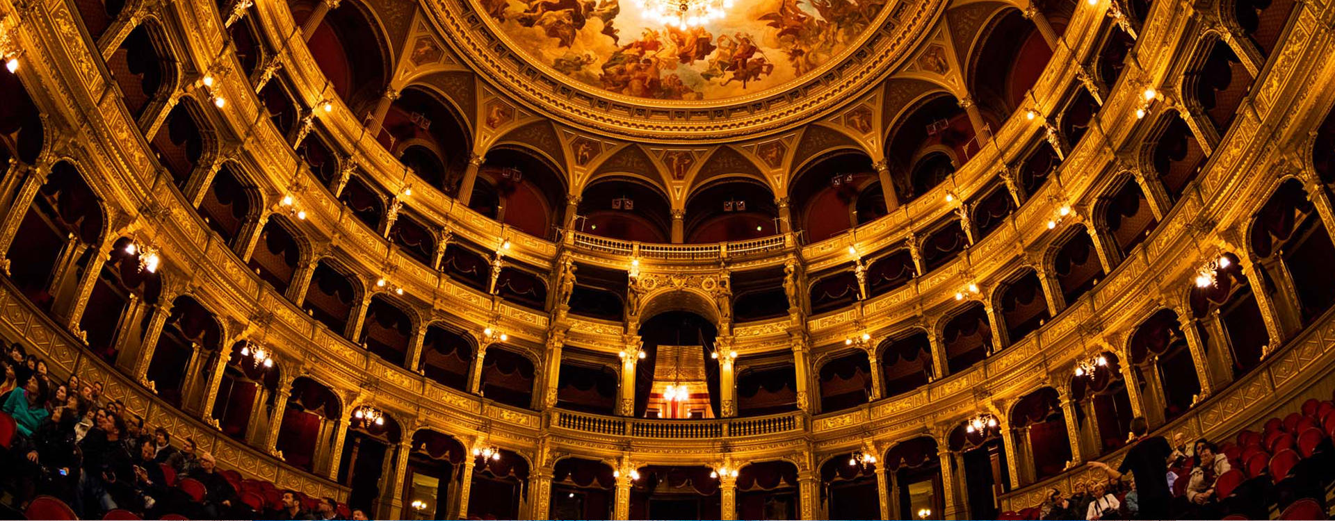 CO-Budapest _ Madach-Theater-Tour