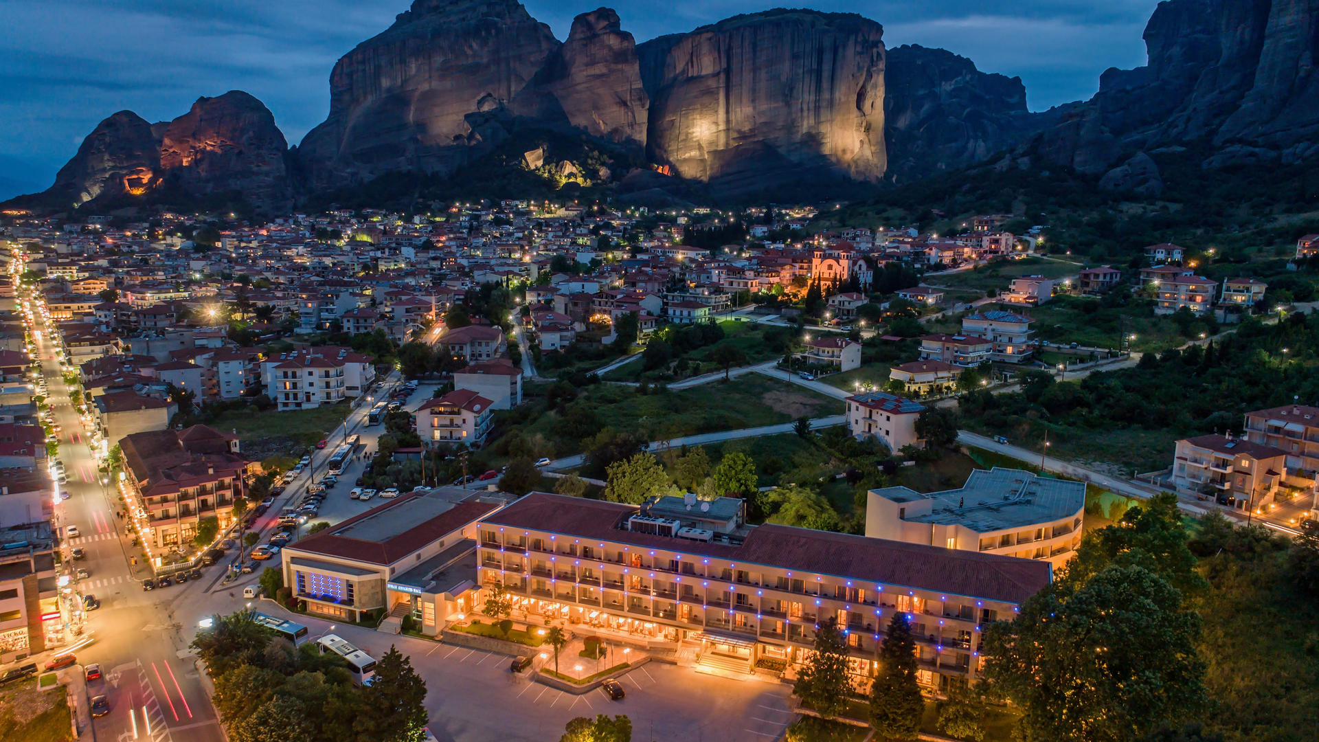 Divani_Meteora_Hotel_Night_View