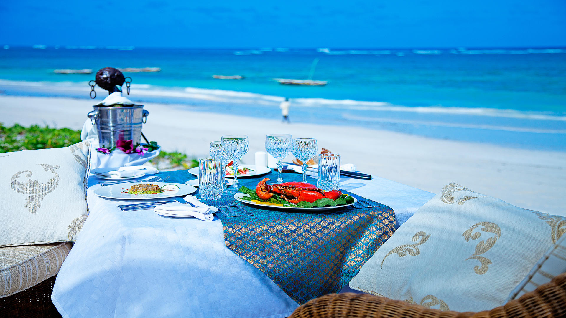 AfroChic_Diani_Beach---beach-side-lunch