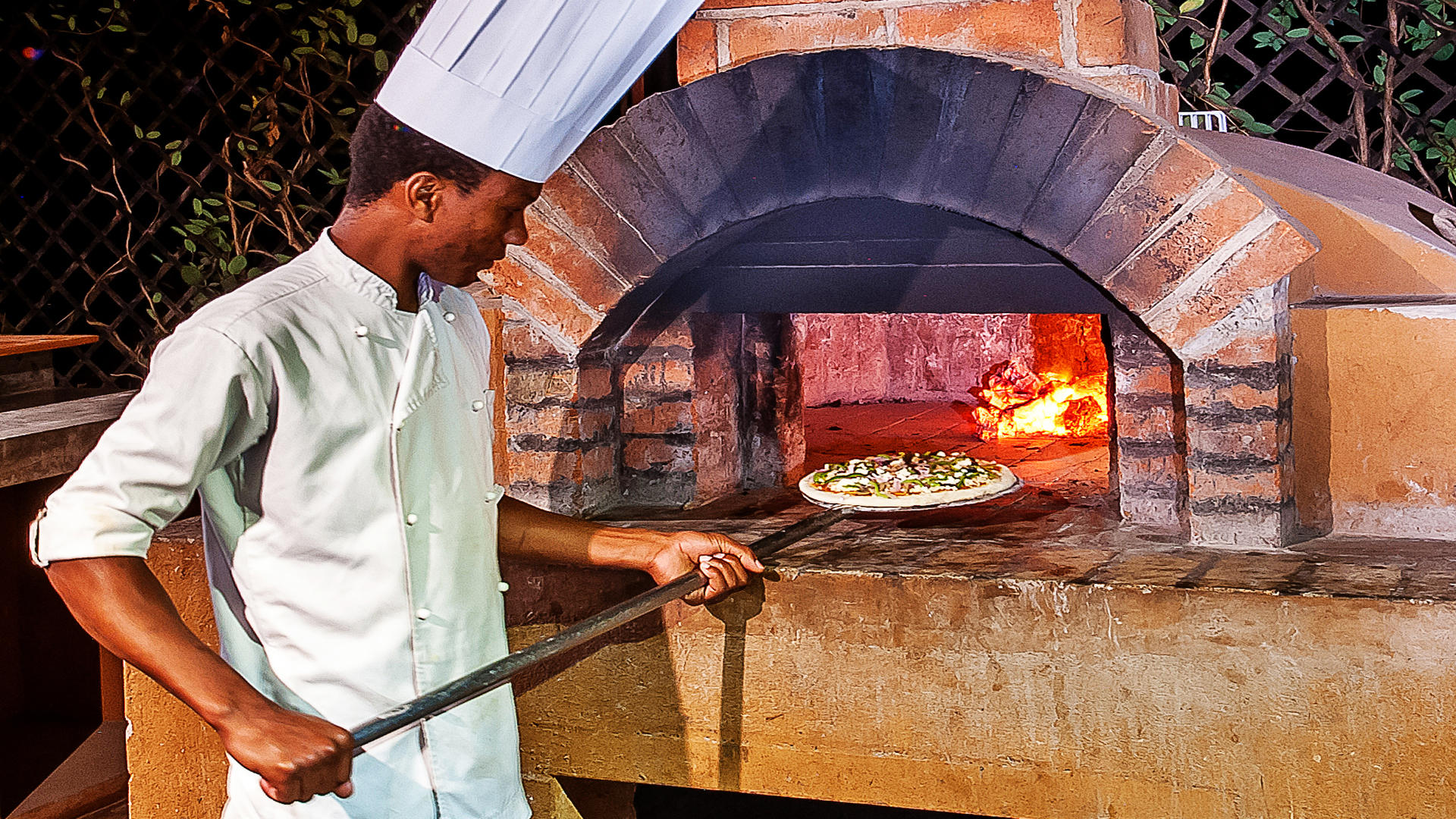 Arusha Coffee Lodge---Bistro-Pizza
